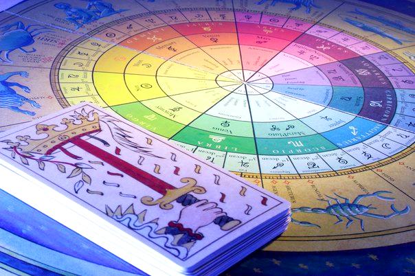 El uso del tarot en la interpretación de una carta astral